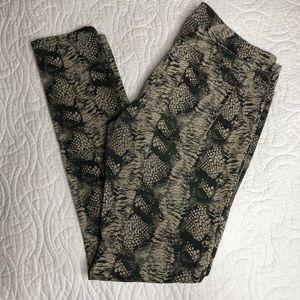 CAbi style 598 size 6 snake print skinny jeans